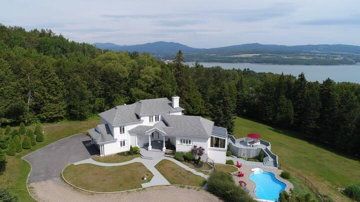Retrait sur le fleuve, magnifique maison à louer!