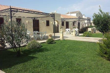 Monolocali in Agriturismo Costarella 4/11 Giugno - Borgagne - Bed & Breakfast