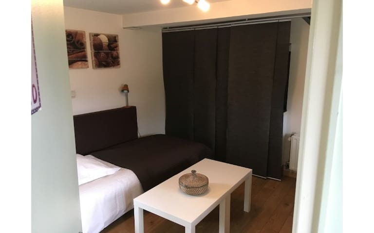 B&B De Zoete Kers with 5 rooms - Kamer 5 'Chocolat'