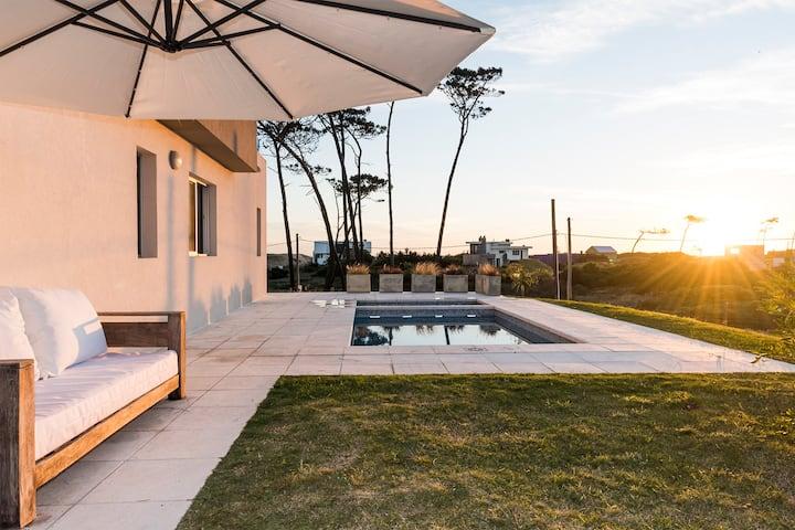 Espectacular casa a pasos de la playa !!