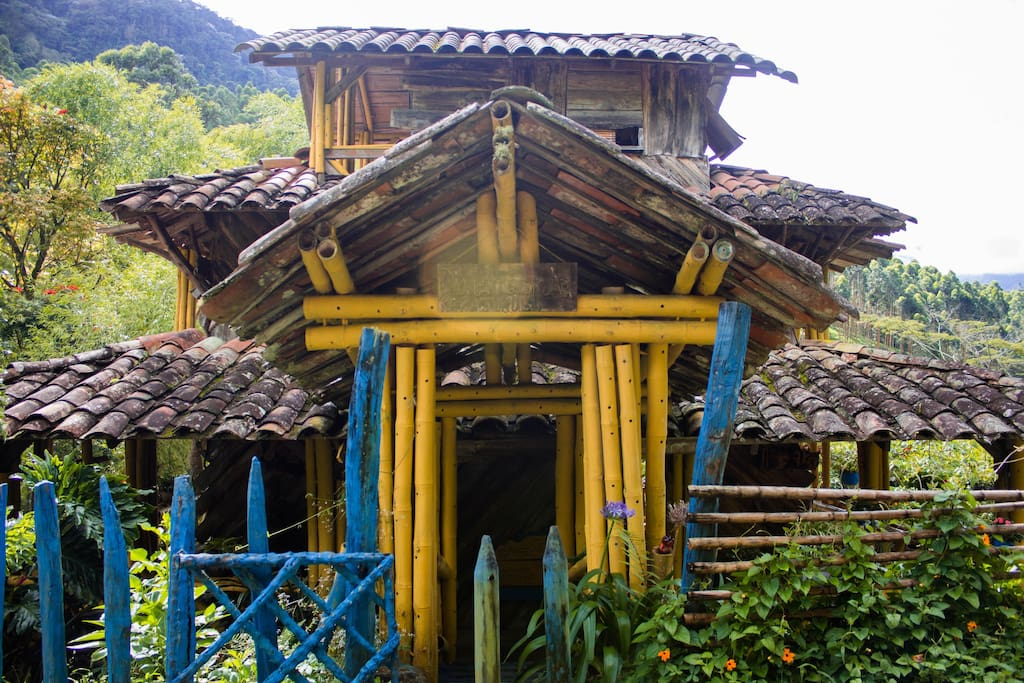 Caba a de chocolate en jard n colombia nature lodges for Cabanas de jardin