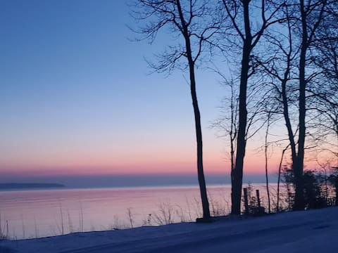 Log home overlooks Lake Superior in Michigans U P