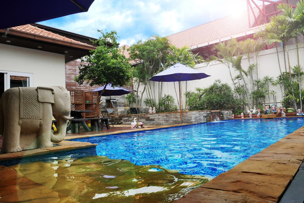 The private two swimming pools surround the room, making people seem to live on sapphires.