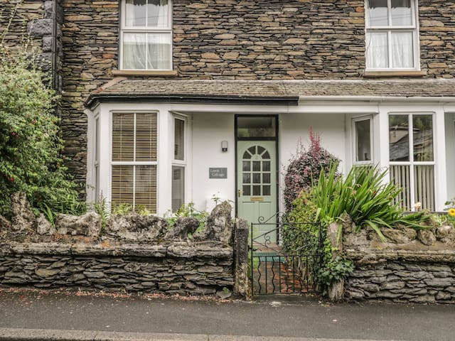 LAMB COTTAGE, pet friendly in Bowness-On-Windermere, Ref 972502