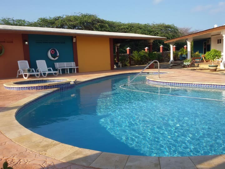 Exclusive Tropical Escape & Pool (Extra Privacy)