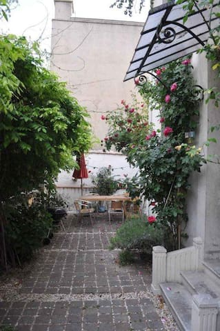 Room and garden to Paris Nord 1 - Saint-Denis - House
