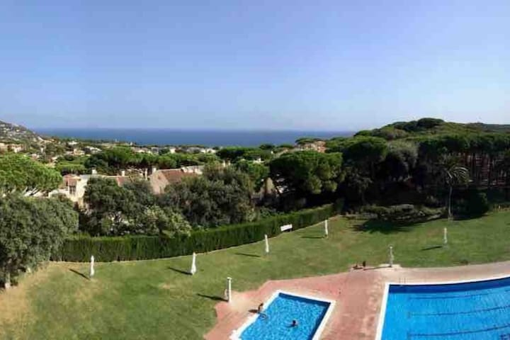 Sea view and pool in Calella de Palafrugell