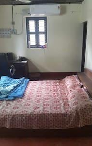 AC bedroom with balcony - Udupi - Dom