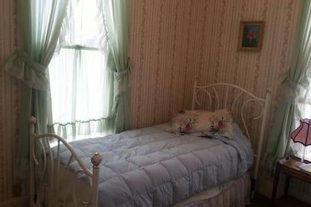 Single Private Room Shared Bath #7 - Rico - Bed & Breakfast