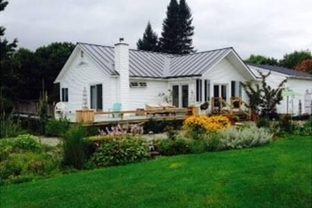 Secluded n Cozy Vermont Getaway house - Waterbury - Huis