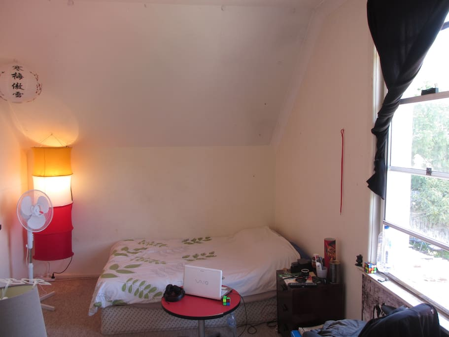 the Room. queen size beed