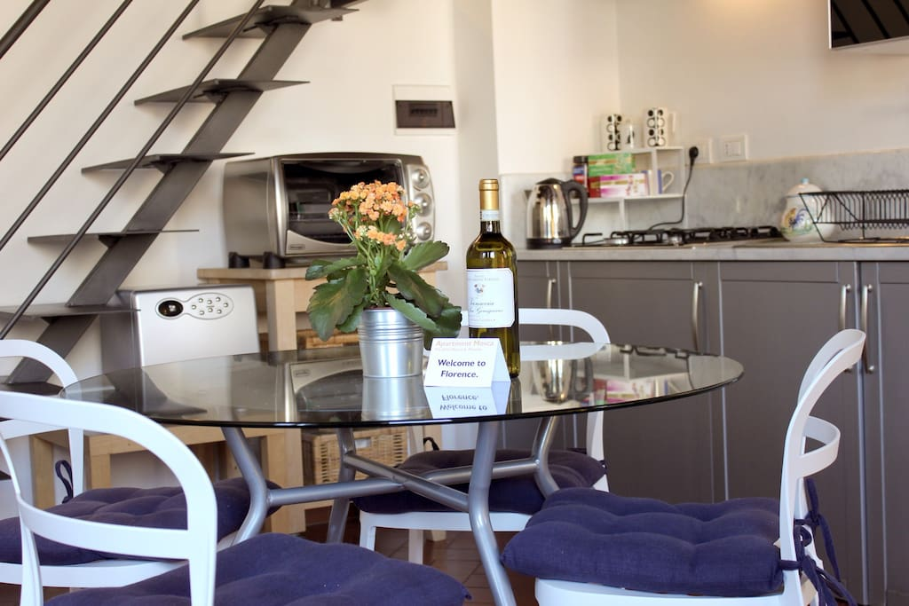 Living room - kitchenette / salotto + angolo cottura