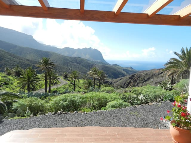 Studio with stunning ocean view  and mountainridge - Vallehermoso - Bungalov