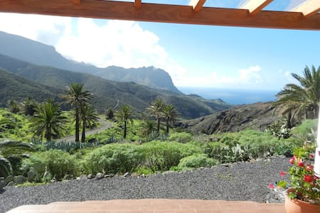 Studio with stunning ocean view  and mountainridge - Vallehermoso - Bungalow