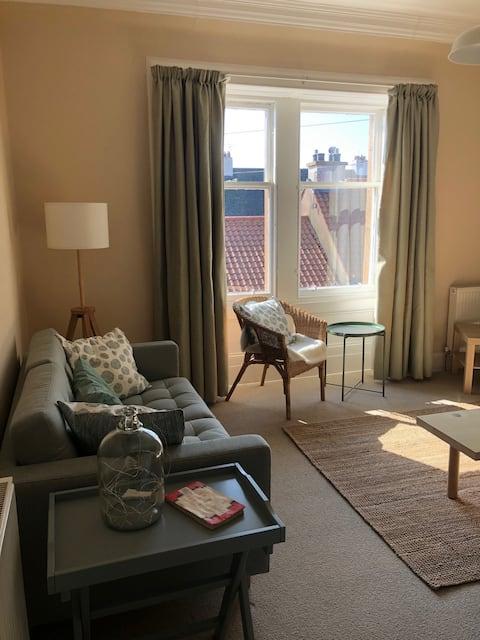 Beautiful, bright flat in Belhaven with garden