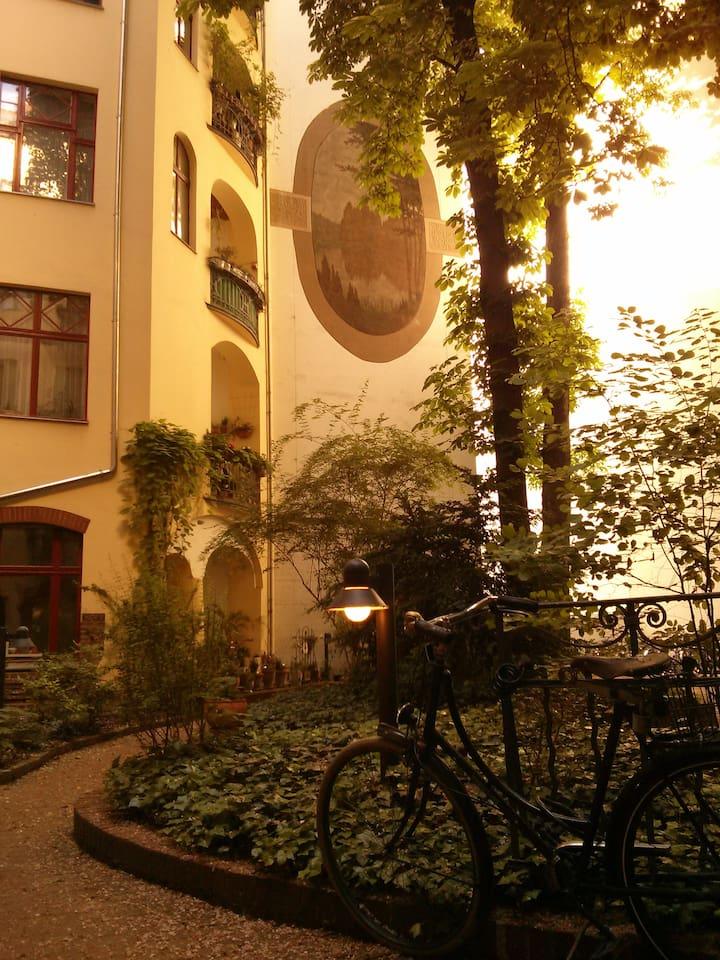 2. Hinterhof