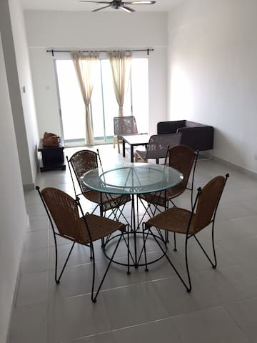 Safe, Spacious and Comfy Modern Aparment - Nilai - Daire