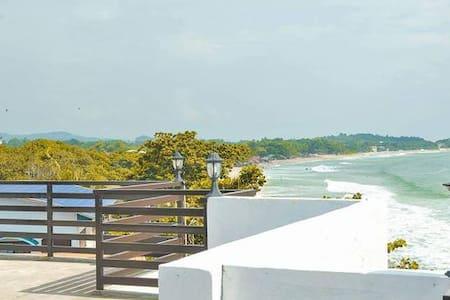 #OCEANAIRE LUXURY 2 BEDROOM CONDO-BEACH FRONT