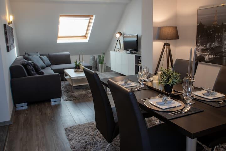 Liebevoll eingerichtete DG- Wohnung (76m²)