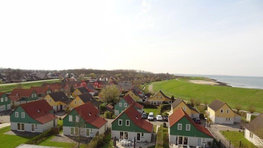 gezellig familiehuis bij 't strand in Zeeland!