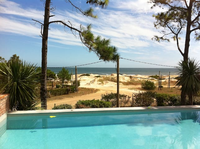A truly amazing house by the beach - Nuestro Sueño