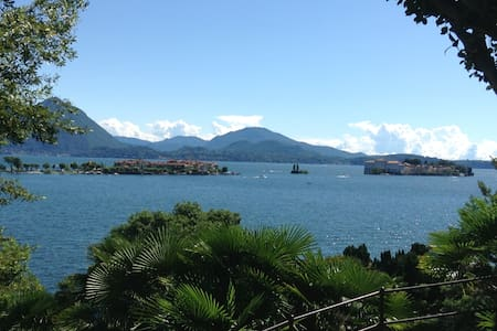 LakeFront + privat park & beach - Baveno