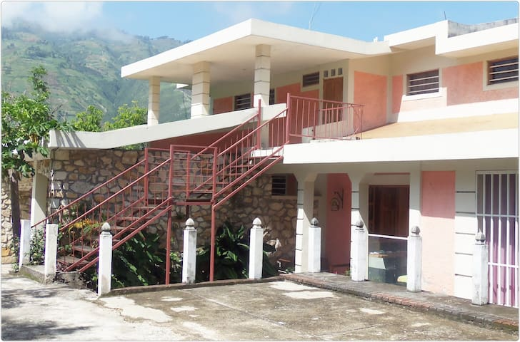 $30(1-2 persons)Hotel Room ,Thomassin 32,Turin - Petion-Ville