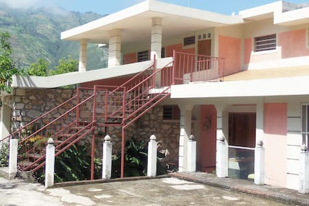 $30(1-2 persons)Hotel Room ,Thomassin 32,Turin - Petion-Ville - Szoba reggelivel