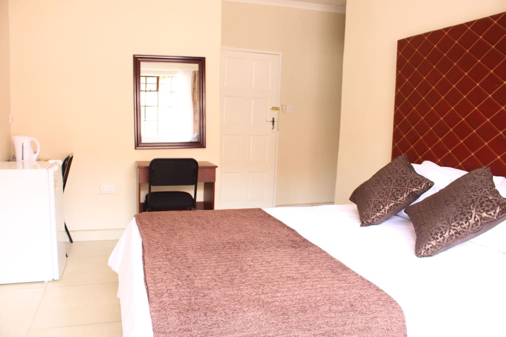 Our most spacious room on offer has a separate bath and large shower unlike our other rooms plus an extra large bar fridge. It is fitted with HD LCD TVs boasting of numerous HD channels for u to enjoy live sports, movies and all round general entertainment.