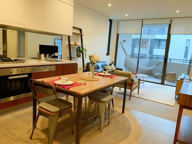 Forest Lodge Elegant Apartment with  stylish