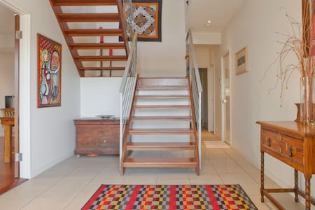 A Trendy townhome & your own SPACE - Wilston - Hus