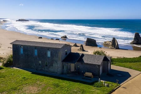 Wave Song Beach House (New Listing)