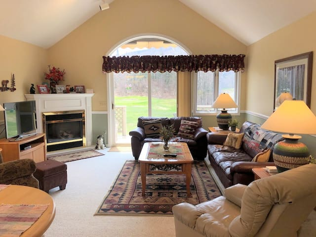 FV35: Bright warm Fairway Village Townhome right on the Bretton Woods golf course. AC in Master, Free shuttle to spa, activities. Close to Santa's Village, Storyland and hundreds of White Mountains attractions! PROFESSIONALLY CLEANED!
