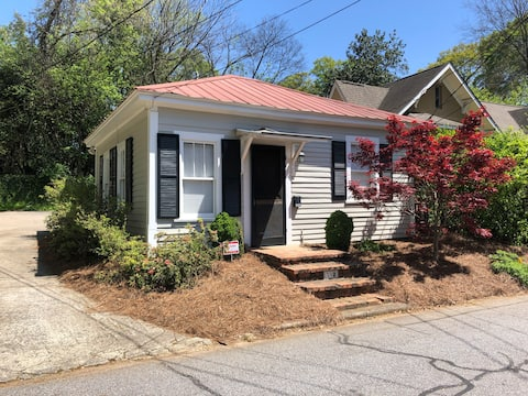 1 mile walk to Downtown/UGA, renovated guest house