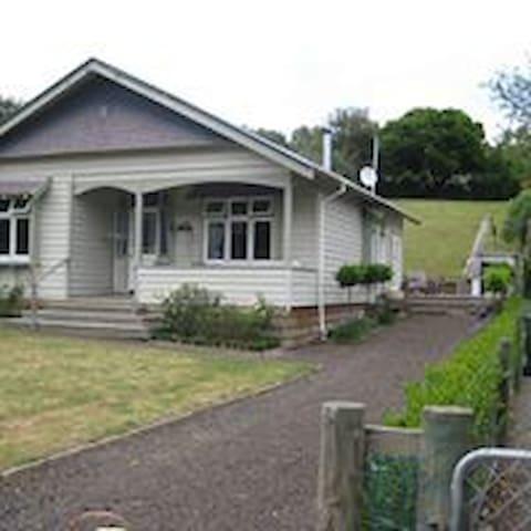 Cosy Takamatua Cottage - Takamatua - Casa