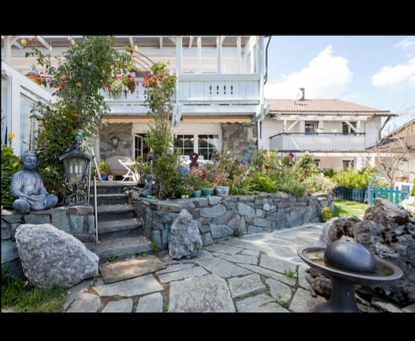 Luxus pur - Wohnung mit Flügel, Terrasse, Garten - Pöcking - Appartement