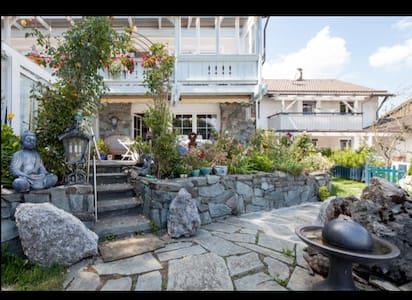 Luxus pur - Wohnung mit Flügel, Terrasse, Garten - Pöcking - Apartment
