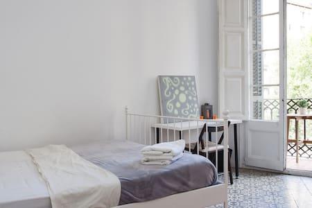 DoubleRoom & Balcony in the Center - Barcelona - Apartment