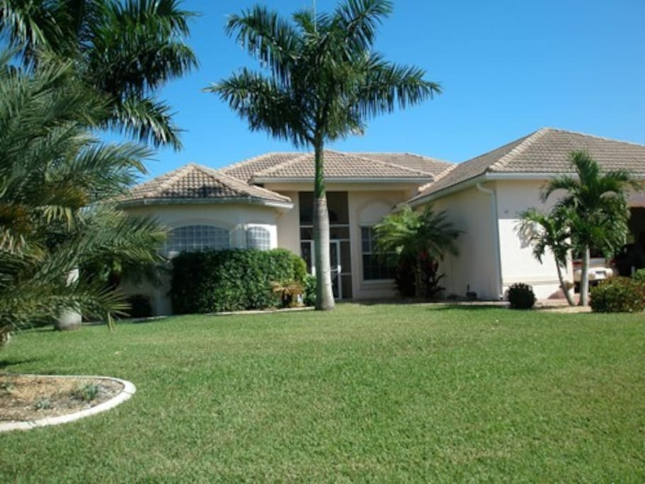 Waterfront 4 bedroom 3 bath home on a canal houses for for Bath house florida