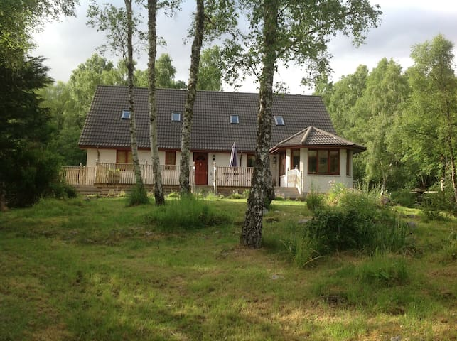 Graineag B&B- Large Double Room - Glenmoriston - Pousada