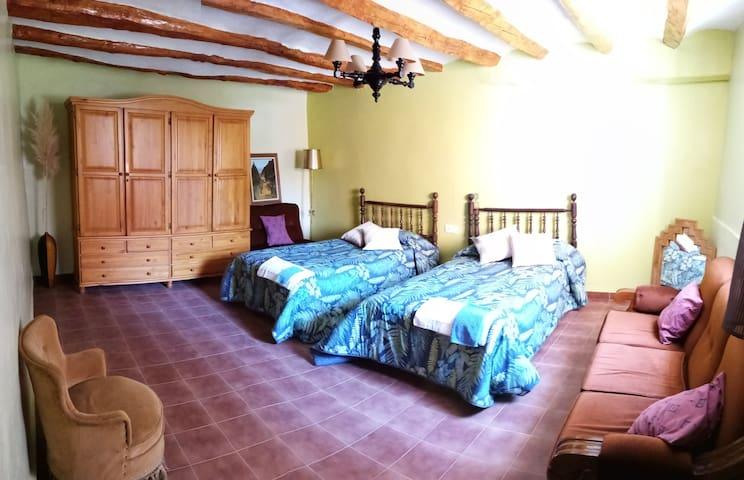 Habitación con dos camas en increíble casa rural