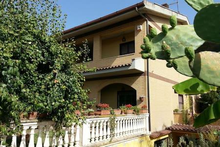 Accogliente villa con giardino. - Tivoli Terme - Haus