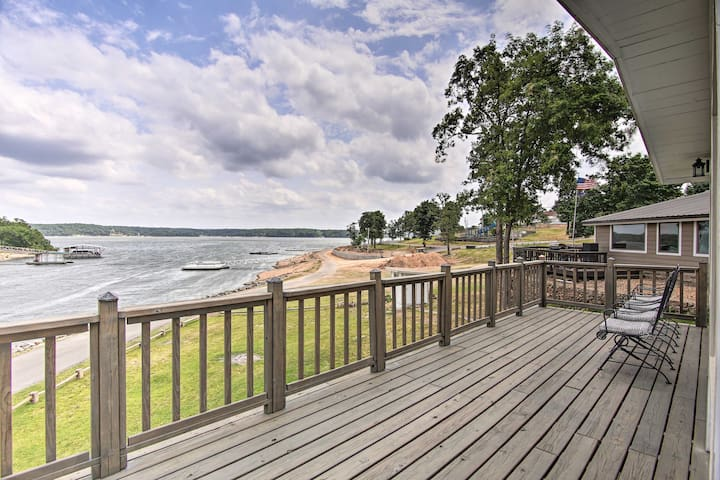 NEW! Updated Lakefront Cottage: Walk to Boat Ramp!