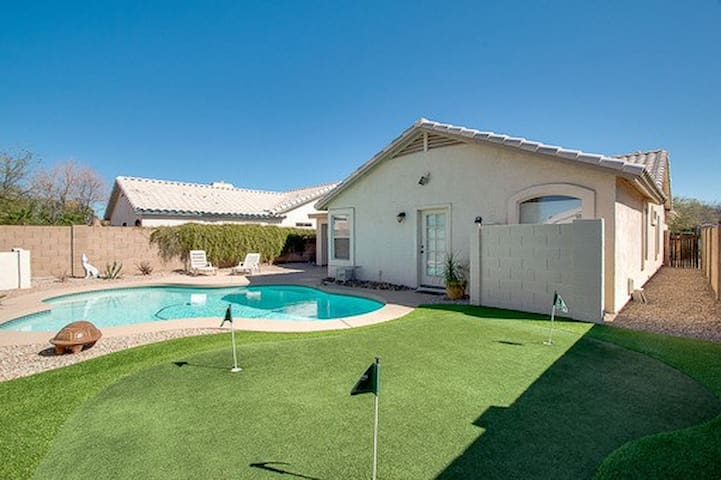 Corporate Retreat With Pool & Golf in the Heart of Gilbert