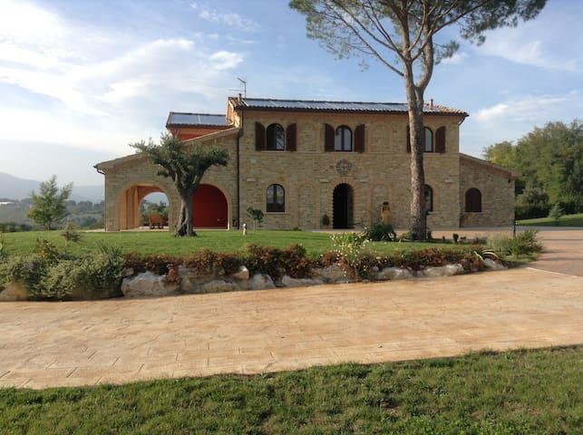 Splendida villa in stile rustico. - Treia - Casa