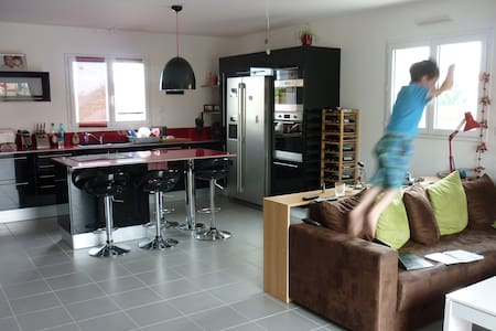 Chambre avec clic-clac / Room with double-bed - Saint-Florent-le-Vieil - Lerhydda
