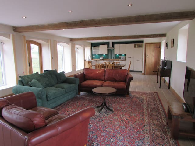 Spinney View sleeps 8