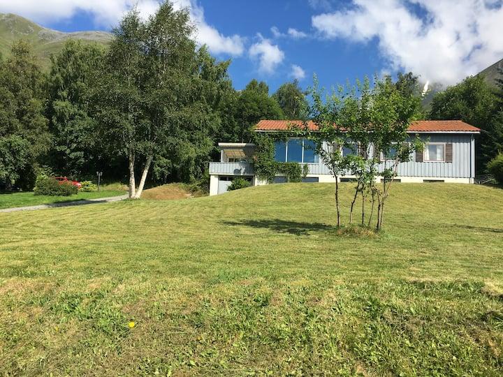 Ørsta, hus med utsikt og stor hage