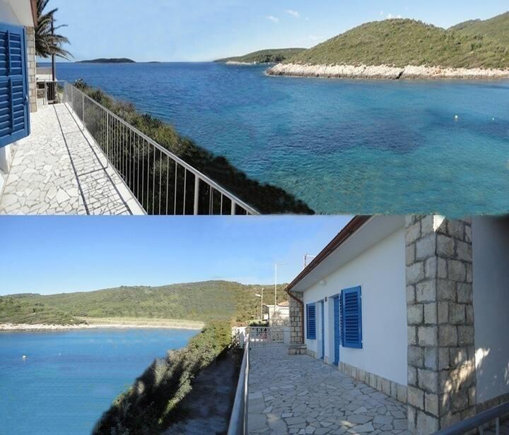 HolidayHouse Vis island - Milna bay, 5m from sea