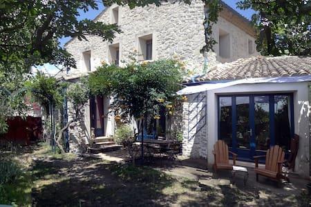 GRANDE MAISON DE CARACTERE - Vacquières - Haus